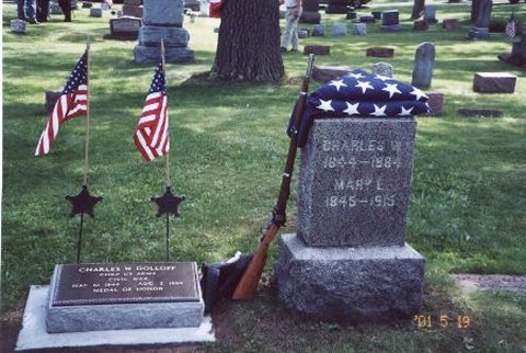 Charles W. Dolloff's tombstone and Medal of Honor marker